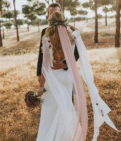 Precioso el vestido de helena_mareque y el toque con velo rosa #weddings #love #siquieromarket #compraventa
