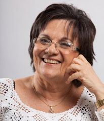 """Cearense de Fortaleza, Maria da Penha é farmacêutica bioquímica pela UF do Ceará, com Mestrado em Parasitologia em Análises Clinicas, pela Faculdade de Ciências Farmacêuticas da USP, aposentada. Fundadora do """"Instituto Maria da Penha – IMP"""", uma organização não governamental, sem fins lucrativos, que visa, através da educação, contribuir para conscientização das mulheres sobre os seus direitos e o fortalecimento da Lei Maria da Penha."""