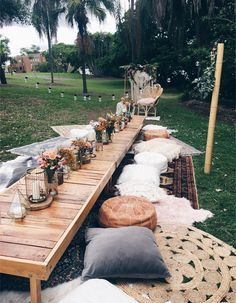 Bohemian picnic in the park set up styled by Harper Arrow - Boho Hochzeit - Deco Champetre, Picnic In The Park, Picnic Set, Picnic Tables, Picnic Style, Picnic Ideas, Summer Picnic, Outdoor Parties, Backyard Parties