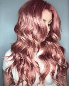 rose gold hair 13 Gorgeous Fall Hair Colors to Try : The Best Hair Color Trends for Fall Cabelo Rose Gold, Gold Hair Colors, Pastel Hair Colors, Hair Color Pink, Pastel Hair Dye, Pinkish Red Hair, Orange And Pink Hair, Colourful Hair, New Hair Colors