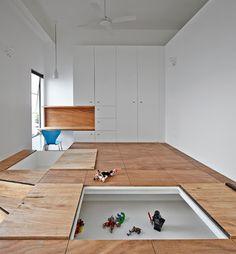 Doppelter Boden dient als Spielwiese für den Kleinsten. Genial. Aufräumen leicht gemacht.