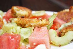 Salat mit Wassermelonen und knuspriger Hirse