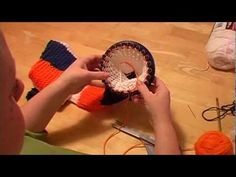 Knitting A Scarf on Round Loom Part 2 (changing color) - YouTube