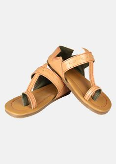 handcrafted tan boys sandals shoes This traditional kolhapuris in a calssic brown with red stitch detailing.*handmade *flat *kolhapuris *Sizes may vary from child to child, age mentioned is just suggested age *Please refer to the measurements given in the size chart *sizes given are sole length