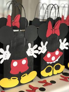 WANT TO CUSTOMIZE YOUR ORDER? PLEASE EMAIL ME, ID LOVE TO DO IT. MICKEY AND MINNIE MOUSE Birthday Party: - Set of 10 Favor Bags @ $22.50 DESCRIPTION OF PRODUCTS: *All products are made of card stock *All favor bags are 8.5 Height and 5.24 Length without handles SHIPPING AND