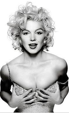 Marilyn Monroe. Absolutely beautiful in this picture!