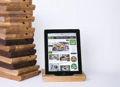 Nettbrett holder i Nøtt / Eik 399,- Passer både iPad og Samsung