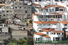 La classe supérieure de la ville de Mexico vit dans de nouvelles banlieues,  ce sont des communautés fermées et des quartiers étalés et verdoyants situés juste à l'extérieur du centre-ville.