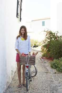 Love this whole outfit.. I like cotton or linen button downs- adorable!!!