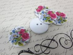 5pcs Wooden Buttons - 30mm Floral by NatashaScrapbooKorner, $1.60 USD