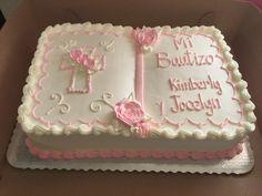 Pastel de bautizo de niña Vanilla Layer Cake Recipe, Layer Cake Recipes, Baptism Cross Cake, Adoption Cake, Christening Cupcakes, Baptism Party Decorations, First Holy Communion Cake, Bible Cake, Cross Cakes