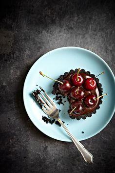 No-Bake Oreo Chocolate Cherry Tarts
