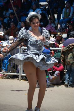 Leggy Caporales cutie swishes her skirt around in a parade, slightly exposing her high-cut silver panties! South American Girls, American Girl Dress, Beautiful Latina, Beautiful People, Beautiful Women, Carnival Girl, Hats For Women, Clothes For Women, Costumes Around The World