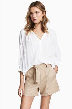 Блузка с треугольным вырезом - Белый - | H&M RU 1
