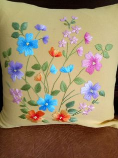 Hand Embroidery Patterns Flowers, Hand Embroidery Videos, Cute Embroidery, Hand Embroidery Designs, Embroidery Stitches, Russian Cross Stitch, Fabric Painting On Clothes, Cushion Embroidery, Felt Crafts Patterns