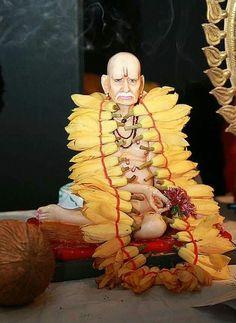 Swami in sampangi mala Lord Vishnu, Lord Shiva, Hanuman, Krishna, Swami Samarth, Shiva Shakti, Hindus, Hindu Art, Sai Baba