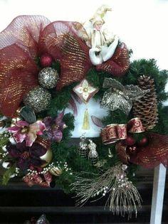 Couronne bourgogne Christmas Wreaths, Holiday Decor, Home Decor, Firs, Christmas Swags, Homemade Home Decor, Holiday Burlap Wreath, Interior Design, Home Interiors