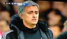 Mourinho hizo este gesto al ver la lesión de Petr Cech
