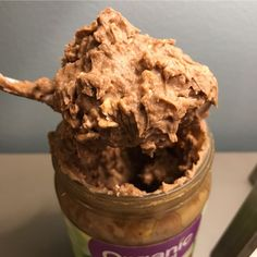 the greatest... action shot! 1/2c coconut milk yogurt + chocolate vegan protein + 1/2c water + 1/2c oats. Overnight in this pb jar 😛! #oats#organic#oiaj#havregryn#jordnötssmör#kvarg#yoghurt#gröt#oatmeal#proats#proteingröt#davos#choklad#chocolate#peanut butter Jelly peanutbutter