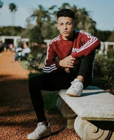 Pin by rocio rubi on crushes in 2019 poses para fotografía, Photography Poses For Men, Summer Photography, Creative Photography, Portrait Photography, Poses For Pictures, Guy Pictures, Freestyle Rap, Pic Pose, Photo Cup