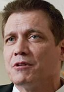 Holt McCallany as US Airline Pilots Association President Mike Cleary in the Sully movie. See more pics of the real people behind the Sully movie characters: http://www.historyvshollywood.com/reelfaces/sully/