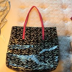 Kate spade bow bag Kate spade tote bag, only used one time still in PERFECT condition !  2 inner pockets , brand new ! kate spade Bags