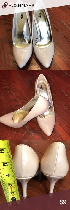 Nude pumps EUC sz 6 These pumps are in almost new like condition. The only part of the shoe that shows any wear at all is the sole. Check out my closet and find the perfect little dress to go with the shoes to save on your shipping. Massimo Shoes Heels