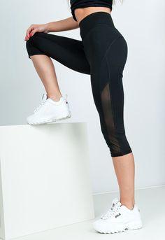 Krátke športové dámske legíny v čiernej farbe s vysokým pásom. Spandex, Fit, Pants, Fashion, Trouser Pants, Moda, Shape, Fashion Styles, Women's Pants