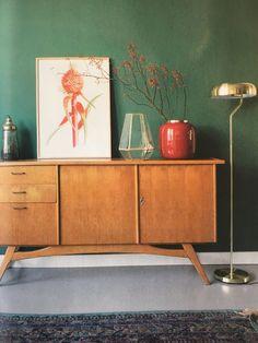 Kleur muur is flessengroen van Gamma Gamma, Credenza, Cabinet, Storage, Furniture, Color, Home Decor, Clothes Stand, Purse Storage