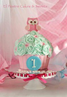Owls cake and matching giant cupcake — Children's Birthday Cakes