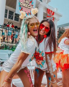 "DIY College Halloween Costumes that'll Make you Say ""WOW! I'm gonna . DIY College Halloween Costumes that'll Make you Say ""WOW! I'm gonna . Halloween College, Disney Halloween, Cheap Halloween Costumes, Theme Halloween, Group Halloween, Couple Halloween, Halloween 2019, Sorority Poses, Sorority Bid Day"