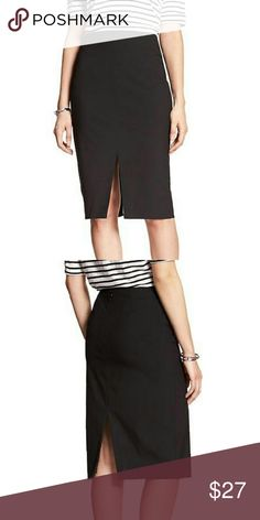 """Banana Republic Double Vent Skirt This skirt has center front and back slits, hidden zipper, and is fully lined. 33"""" Waist, 39-42 Hips. Midi length appx 26"""".      Reasonable offers always considered. Over 120 items listed, so bundle to save more!!!27-16-18-12-27-15 Banana Republic Skirts Midi"""