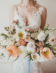 Into the Garden: Modern Meets Botanical Wedding Inspiration in Palm Springs - Green Wedding Shoes white poppy bouquet Poppy Wedding Bouquets, Poppy Bouquet, Wedding Flower Guide, Lilac Wedding, Spring Wedding Flowers, Botanical Wedding, Wedding Flower Arrangements, Bride Bouquets, Bridal Flowers