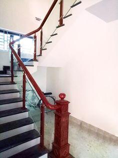Cầu thang gỗ kính trụ elip sản phẩm đẹp mắt nhất cho mọi ngôi nhà cần sự ấm áp nhưng đầy sang trọng và lịch lãm