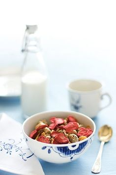 yummie breakfast #strawberries #granola