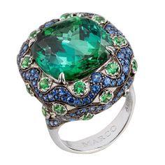 Не хватает слов, чтобы описать всю красоту и игру цвета данного кольца! Прекрасное сочетание зелено-голубого турмалина с сапфирами и цаворитами. #highjewellery #highjewelry #raregems #tourmaline #finejewelry #fashionjewelry #luxuryjewellery #ювелирныеукрашения #ювелирныеизделия #драгоценности #турмалин #роскошь