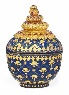 A GEM-SET, GOLD AND ENAMELLED COVERED BOX POSSIBLY CHINA FOR THE INDIAN OR SOUTH EAST ASIAN MARKET.