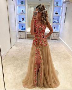 Enlouquecendo em 3, 2, 1!  . . . . . #fashion #vestido #party #partydress #linda #bride #longdress #fashiondress #vestidodefesta #divo #vestidolindo #comfy #vestidosdeluxo #amazing #vestidolongo #vestidosereia #vestidodivo #exclusividade #vestidosexclusivos #vestidaparamatar #montesclaros #belohorizonte