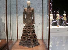 Alexander McQueen : Savage Beauty V&A