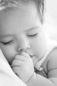 Should My Baby Sleep With White Noise?~My Baby Sleep Guide - Your baby sleep problems solved! So Cute Baby, Baby Kind, Baby Love, Cute Kids, Cute Babies, Pretty Baby, Precious Children, Beautiful Children, Beautiful Babies