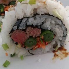 Nog een van mijn #sushi creaties! #nofilter Binnenkort vind je mijn sushi #recepten op www.lovemylifestyle.me  #food #eten #recepies #rice #rijst #nori #delicious #homemade #beef #sperziebonen #wortel #teriyaki #rawit #peper #healthy