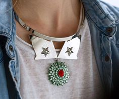 ☆ Metal stars, matt red stones on green tones emerging from the gold for an effortless elegance!☆