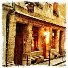 Oldest house in Paris (1407) belonged to Alchemist Nicolas Flamel