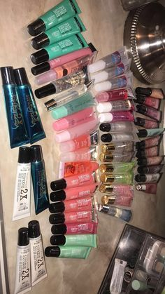 Greatest Lip Gloss Concepts For Make-up 2020 – King Makeup Ideas Lip Art, Make Up Tools, Gloss Labial, Beauty Tips In Hindi, Lipgloss, Mac Lipsticks, Glossy Lips, Lip Pencil, Skin Makeup