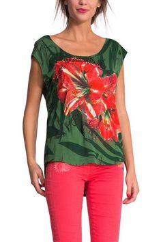Te traemos una línea hawaiana con prints tropicales y flores a todo color. Este top verde sin mangas te quedará muy fresco para un look primaveral. Fíjate en la mariposa brillante y en nuestro lema: Say Something Nice!