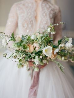 Beautiful bouquet for a winter wedding or spring wedding Daisy Wedding Flowers, Mauve Wedding, Winter Wedding Flowers, Floral Wedding, Cream Wedding, Boho Wedding, Summer Wedding, Bride Bouquets, Bridesmaid Bouquet