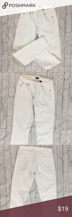 J Crew Jeans White Matchstick Stretch six 28 J Crew Jeans White Women's Matchstick Stretch Jeans size 28. Straight Leg. Excellent Used Condition. Slightly Creased. J. Crew Jeans Straight Leg