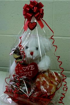 romantic-gift-basket-ideas-love-is-life-romantic-gifts-and-ideas-gift-baskets-valentine. Candy Gift Baskets, Valentine's Day Gift Baskets, Raffle Baskets, Candy Gifts, Basket Gift, Valentines Day Baskets, Valentines Day Decorations, Valentine Day Crafts, Cadeau St Valentin