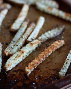 Perfectly Baked Italian Herb French Fries Recipe Side Dishes with russet potatoes, italian seasoning, grapeseed oil, coarse salt My Favorite Food, Favorite Recipes, Best Dishes, Side Dishes, French Fries Recipe, Gourmet Burgers, Healthy Vegan Snacks, Savoury Dishes, Food Inspiration