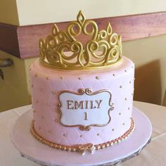 These 13 Amazing Princess Cake Ideas are perfect for any princess birthday party! Find your favorite princess birthday cake for your little one's party! Torta Princess, Pink Princess Cakes, Princess Crown Cake, Princess Cupcakes, Pink Birthday Cakes, Baby Girl Birthday, Princess Birthday Cakes, Birthday Cake Crown, Pink Cakes
